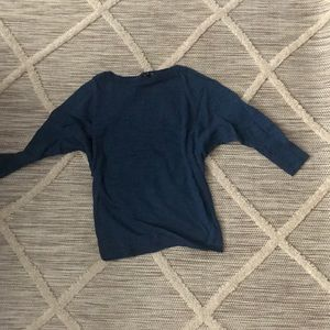 Lightweight raglan sleeved knit top